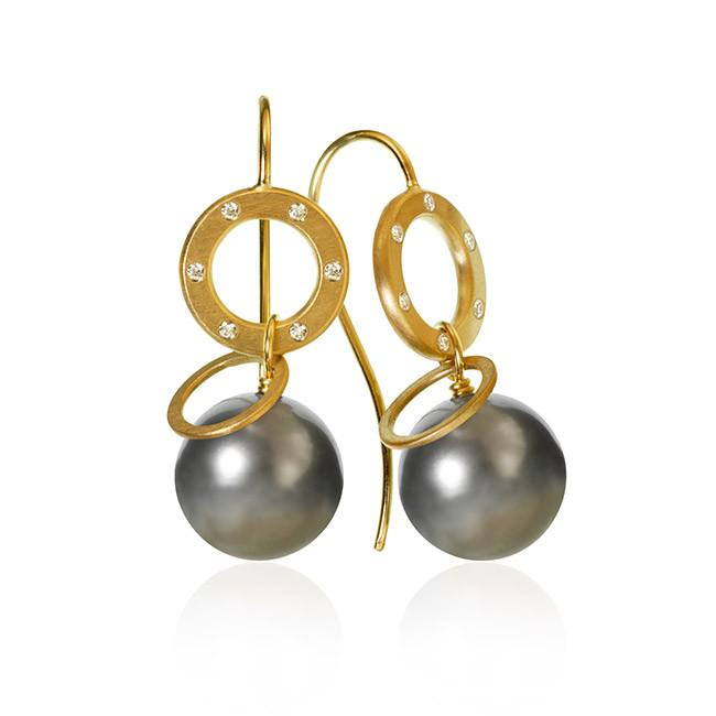 Anello Pearl earrings. With 12 brilliant cut diamonds. Total 0,08 ct. F/G, vs, Ex. cut and Tahitian pearls.
