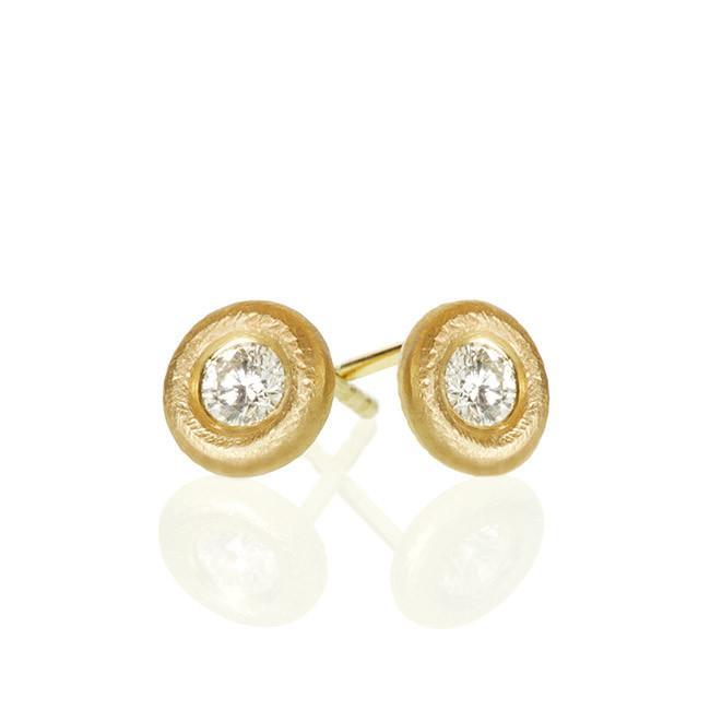 Glory earrings. With 2 brilliant cut diamonds. Total 0,26 ct. F/G, vs2.