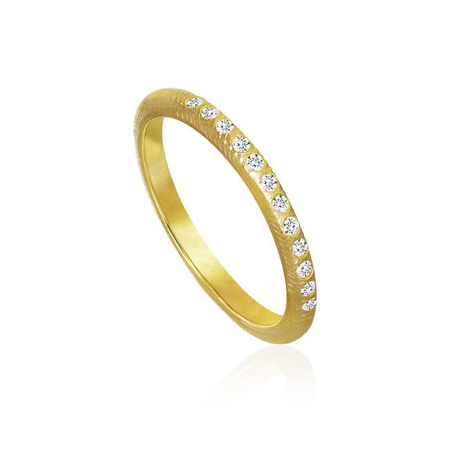 Curve ring. With 12 brilliant cut diamonds. Total 0,11 ct. F/G vs Ex. cut. 2,0 mm. width.