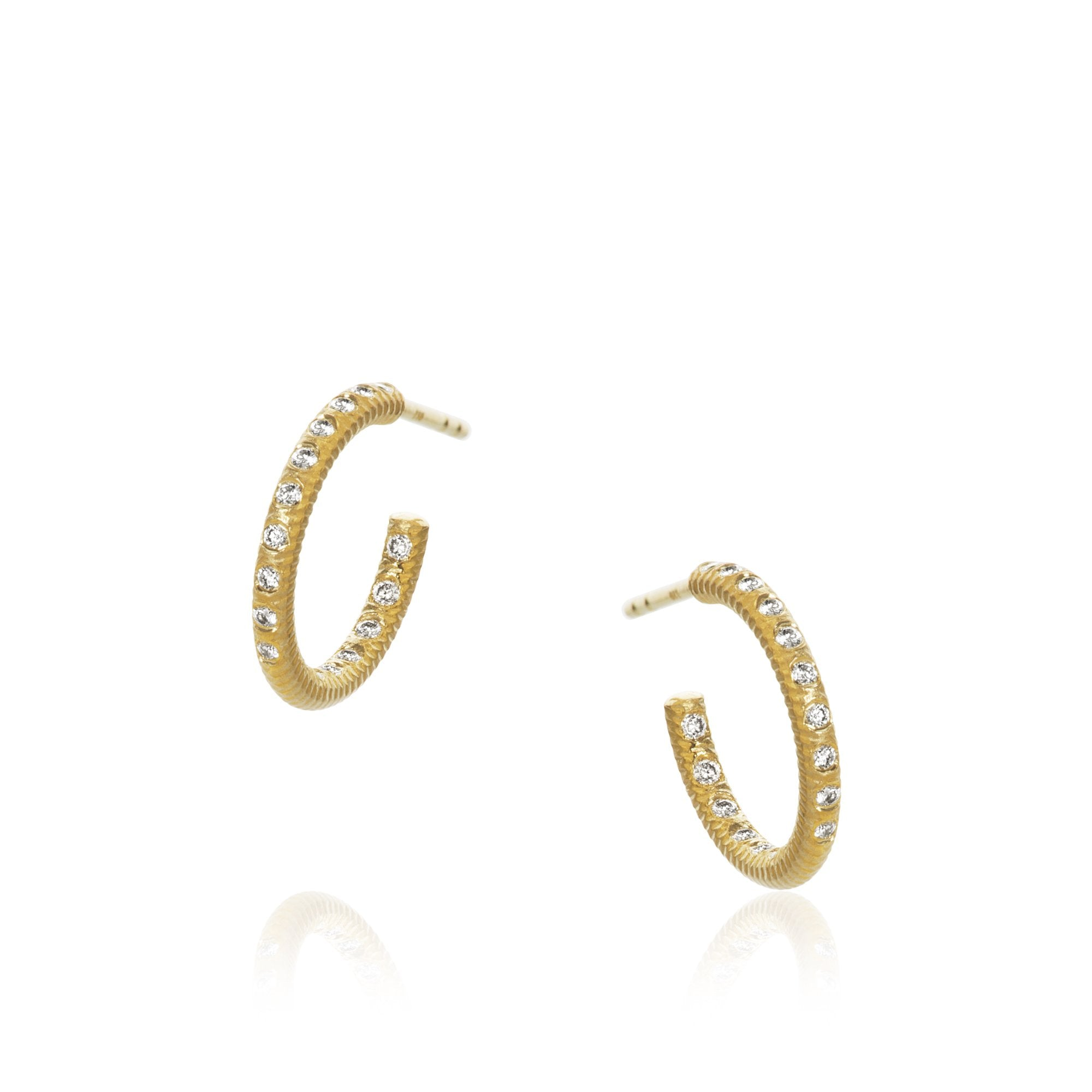 Esme Galaxy earrings. Small, with 34 brilliant cut diamonds. Total 0,20 ct. F/G, vs, Ex. cut.