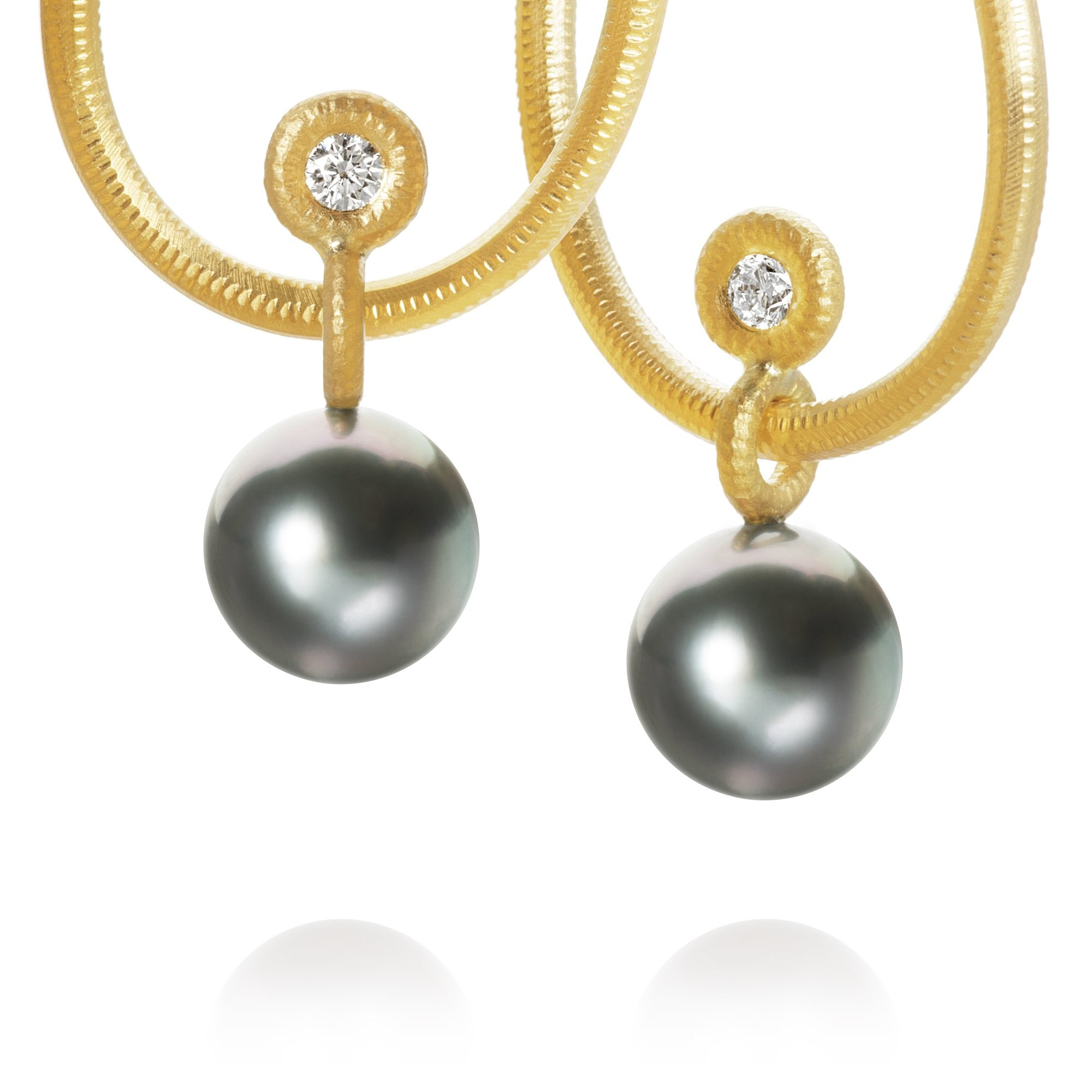 Glory pendants. With Tahitian pearls and 2 brilliant cut diamonds, 0,22 ct. F/G, vs2, Ex. cut.