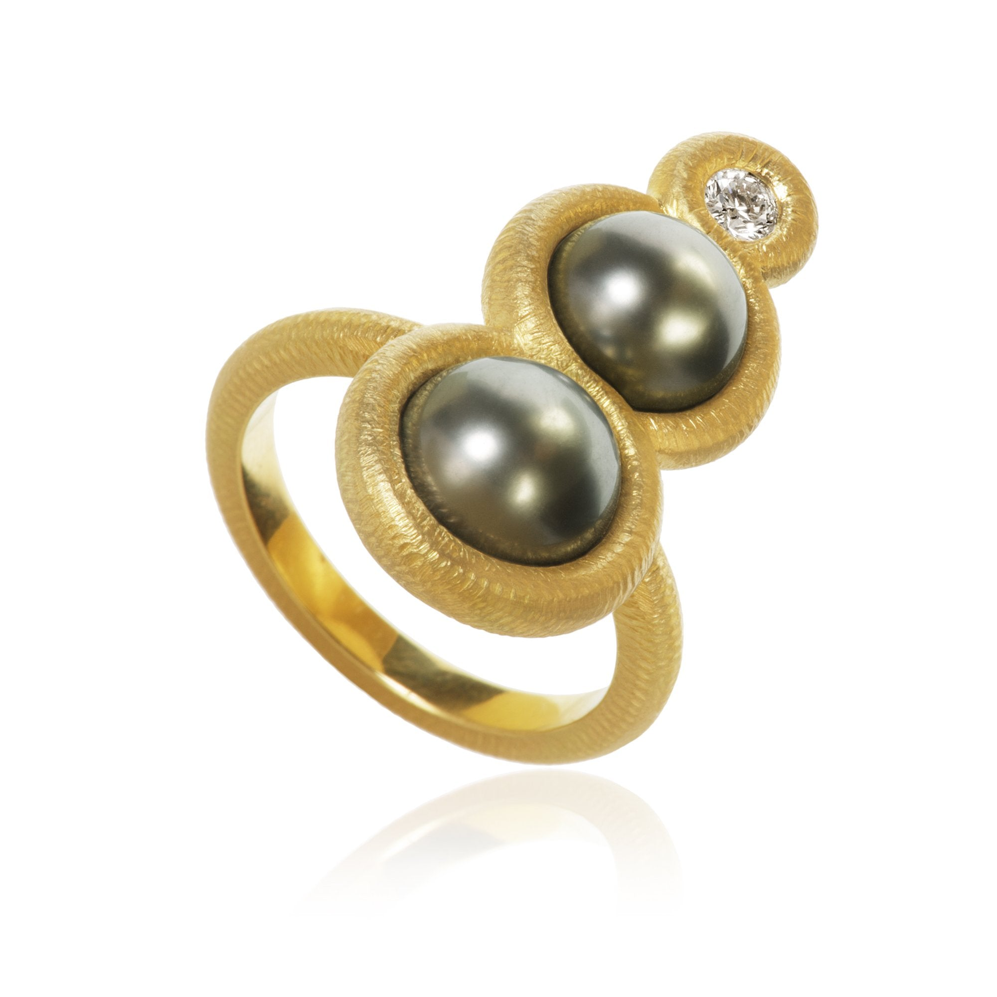 Glory ring. Large, with Tahitian pearls and 2 brilliant cut diamonds. Total 0,13 ct. F/G, vs2.