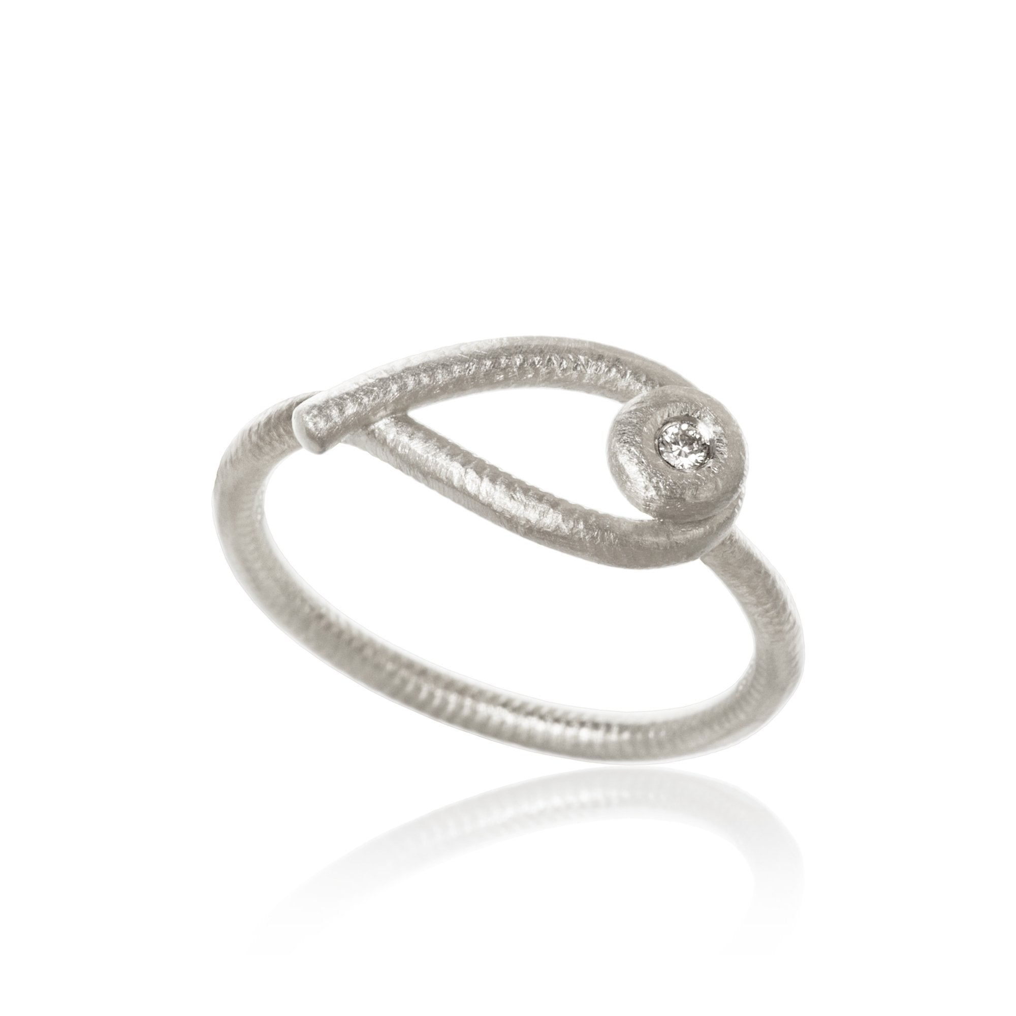 Kharisma ring. With 1 brilliant cut diamonds. Total 0,02 ct. F/G, vs, Ex. cut.