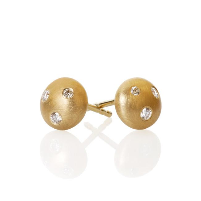 Mushroom earrings. With 6 brilliant cut diamonds. Total 0,08 ct. F/G, vs, Ex. cut.