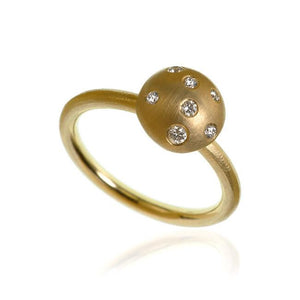 Mushroom ring. Large top, with 7 brilliant cut diamonds. Total 0,08 ct. F/G, vs, Ex. cut.