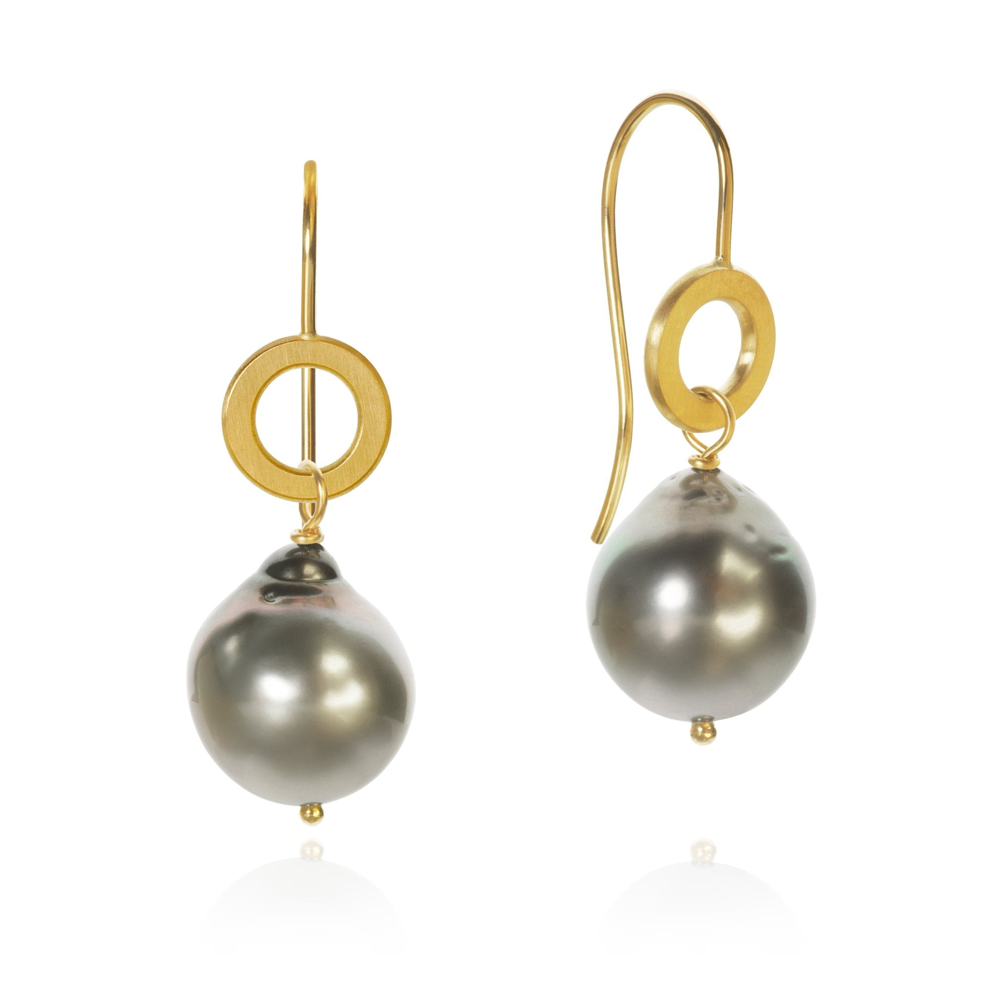 Ocean pearl earrings. With baroque Tahitian pearls.