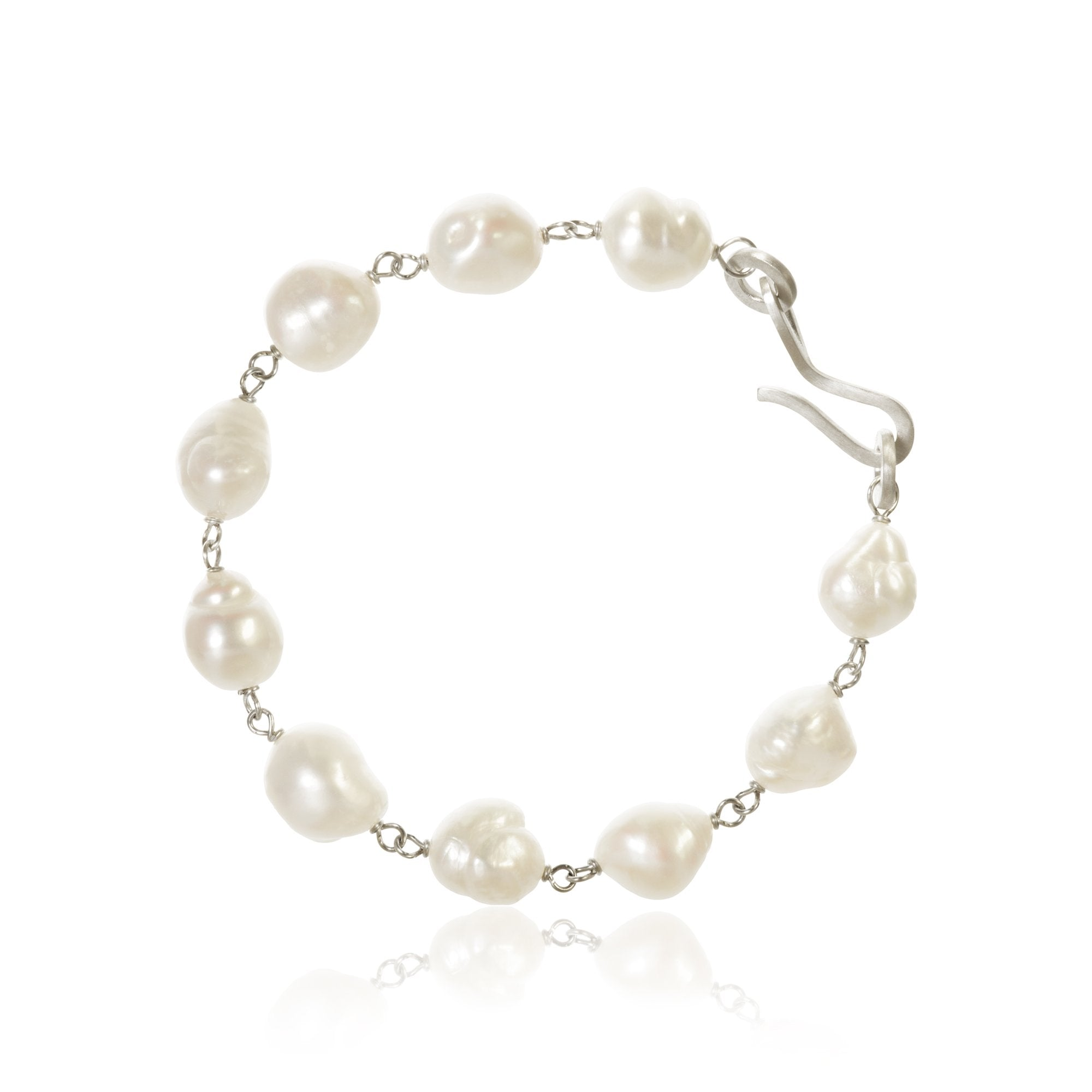 Grand Ocean pearl bracelet. With baroque freshwater pearls.
