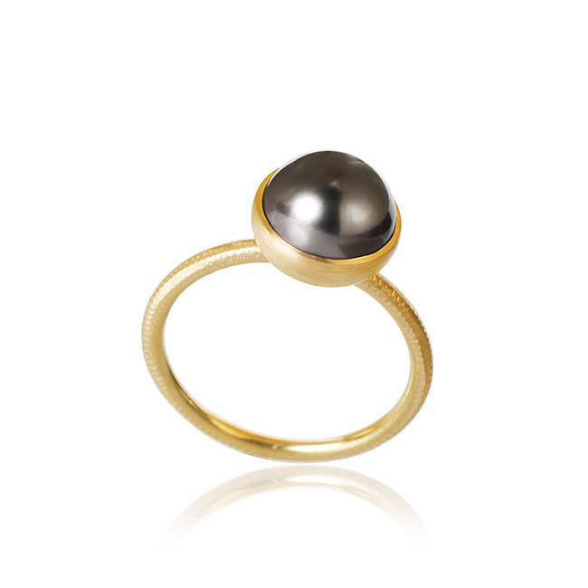 Pacific ring. Small top, with Tahitian pearl.