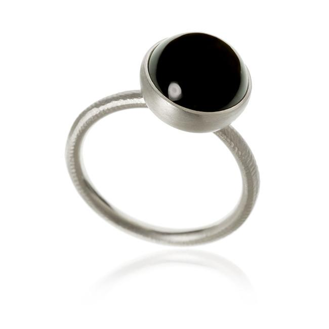 Pacific ring. Large top, with spinel.