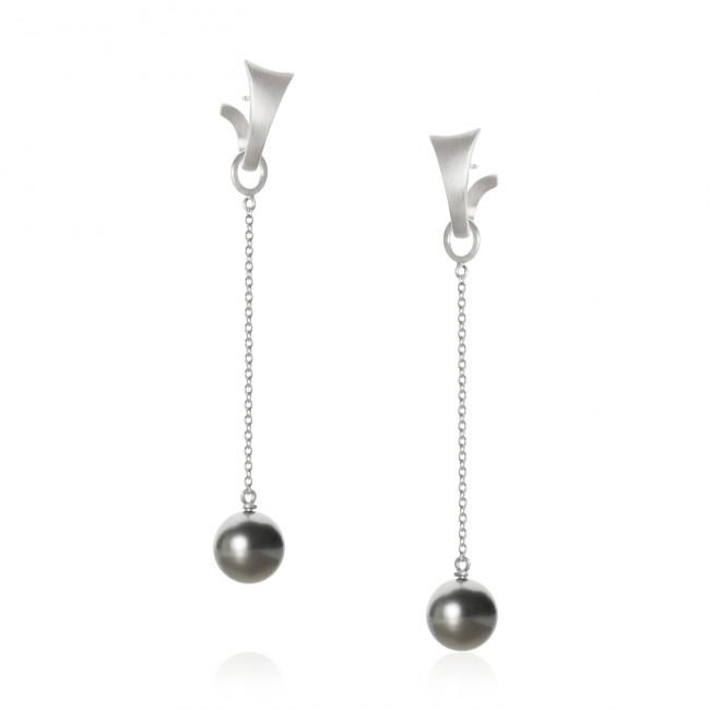 Piccolo pendants. With Tahitian pearls.