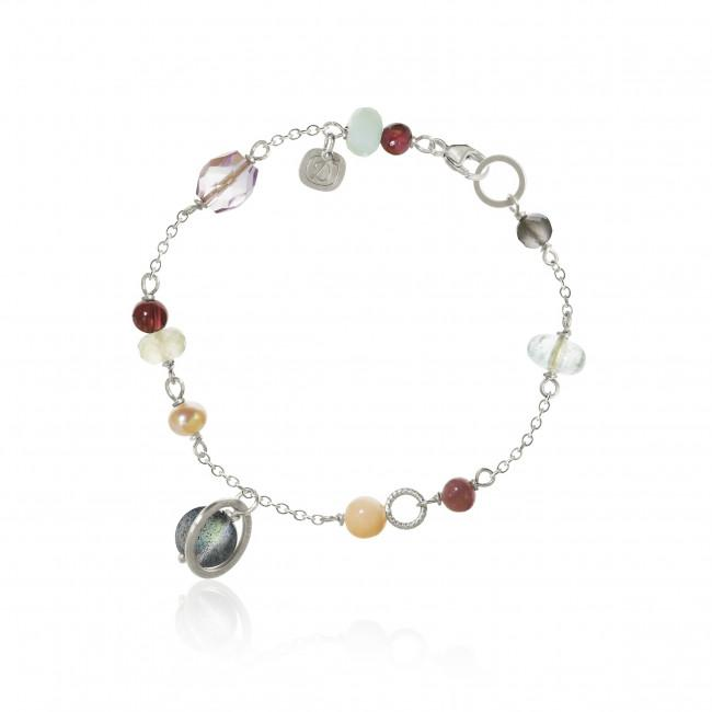 Piccolo bracelet. With moonstone, aquamarine, star ruby, coral, labradorite, freshwater pearl, prehnite, chalcedony, grenade, amazonite and amethyst.