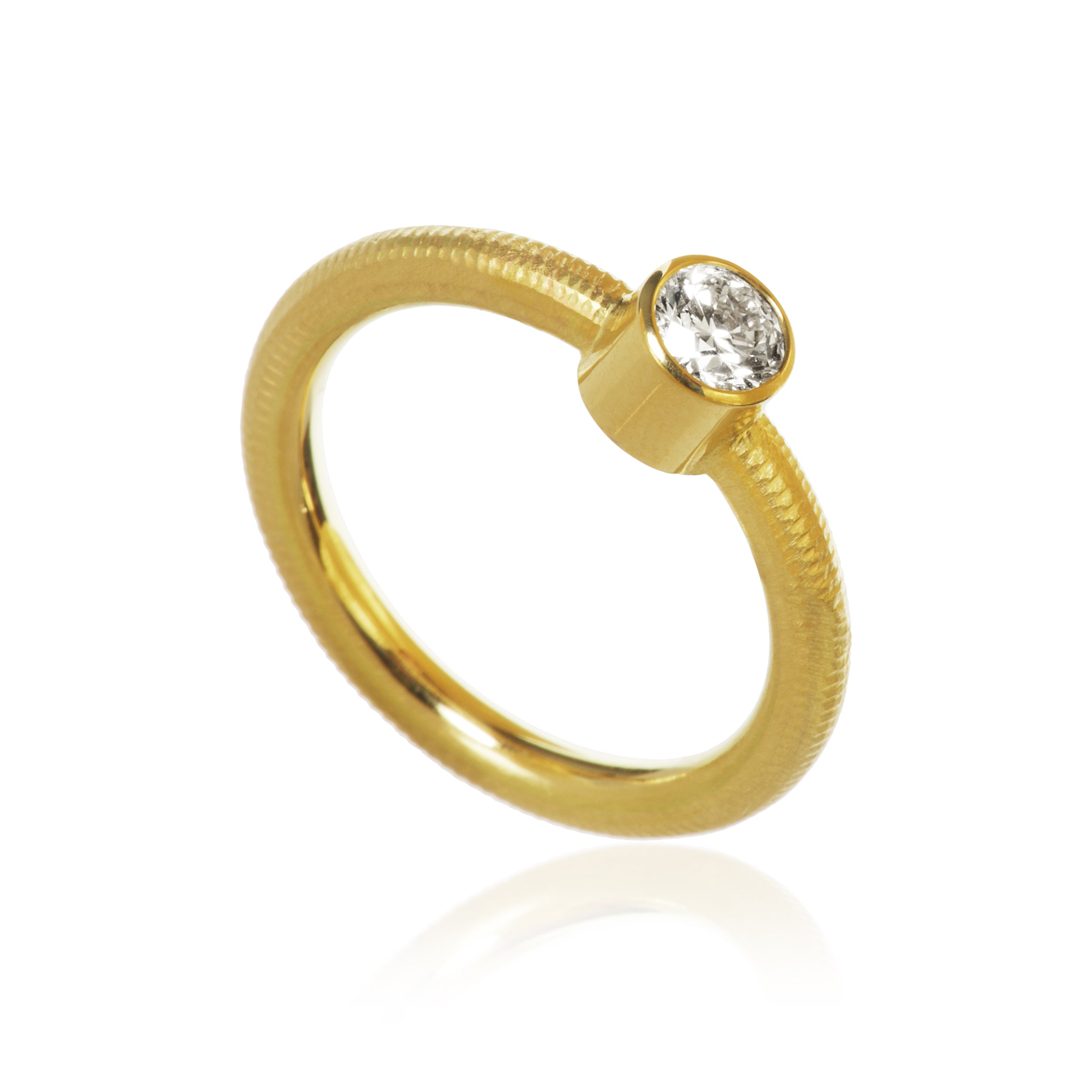 Twinkle ring. With 1 brilliant cut diamond. Total 0,40 ct. J, si1, Ex. cut.