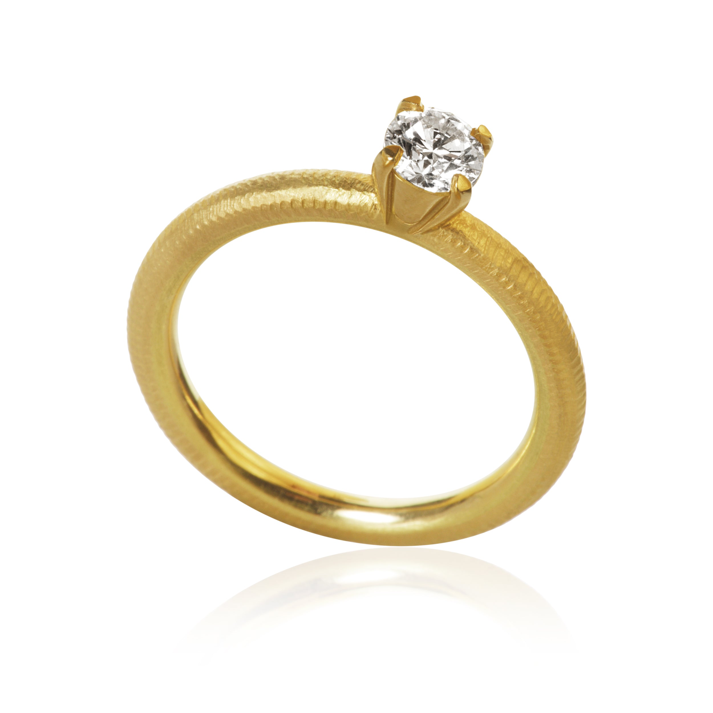 Lumina ring. With 1 brillant cut diamond. 0,40 ct. J, si1, Ex. cut.
