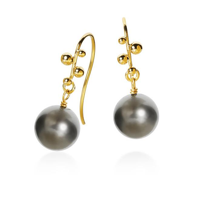 Delphis Pearl earrings. With Tahitian pearls.