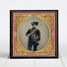 Load image into Gallery viewer, Confederate Soldier with Artillery Saber - Civil War Era