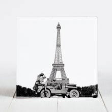 Load image into Gallery viewer, Soldiers of the 4th US Army Infantry at Eiffel Tower, Paris c.1944