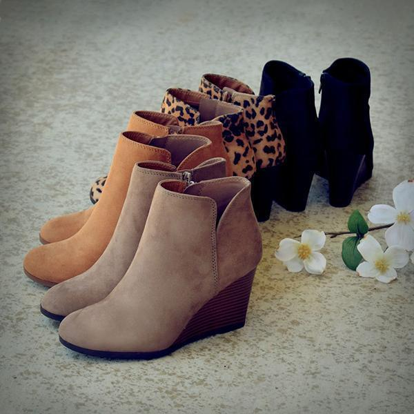 Kakimoda Side Slit Wedge Booties