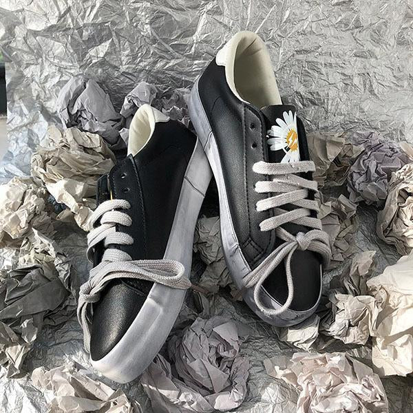 Kakimoda Little Daisy Print Star Patch Lace Up Sneakers