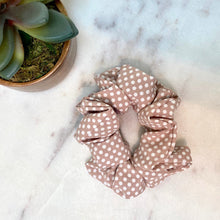 Load image into Gallery viewer, SCRUNCHIES (TIE)- POLKA DOTS