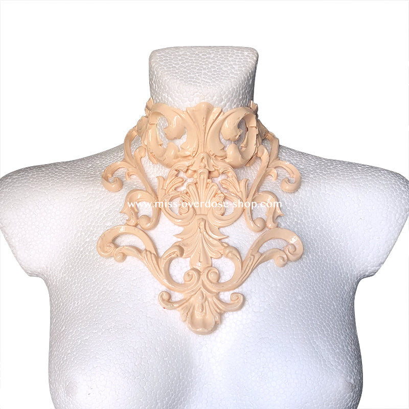 Baroque latex collar