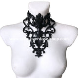 Queen latex collar