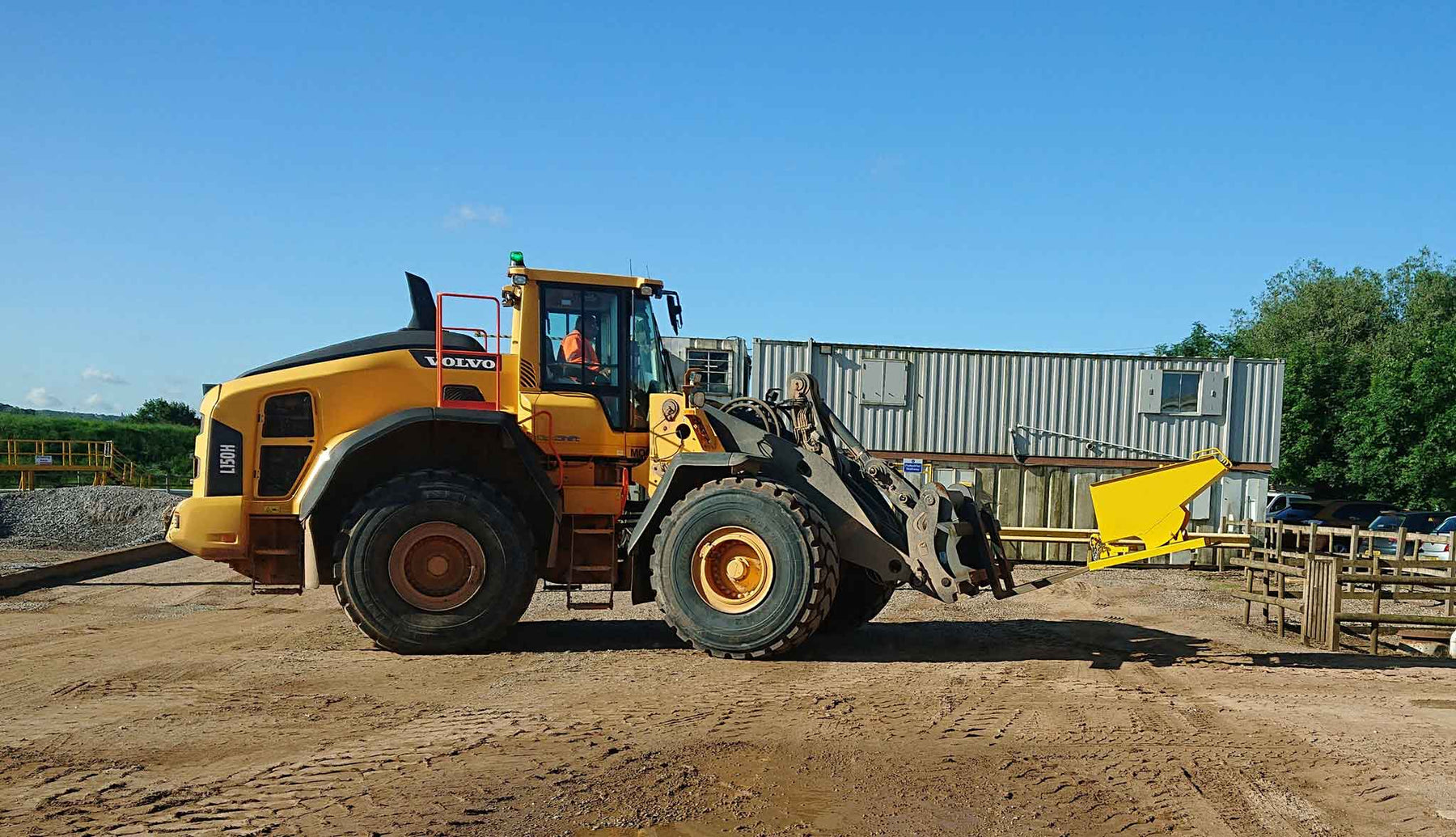 Choosing the right forklift tipping skip