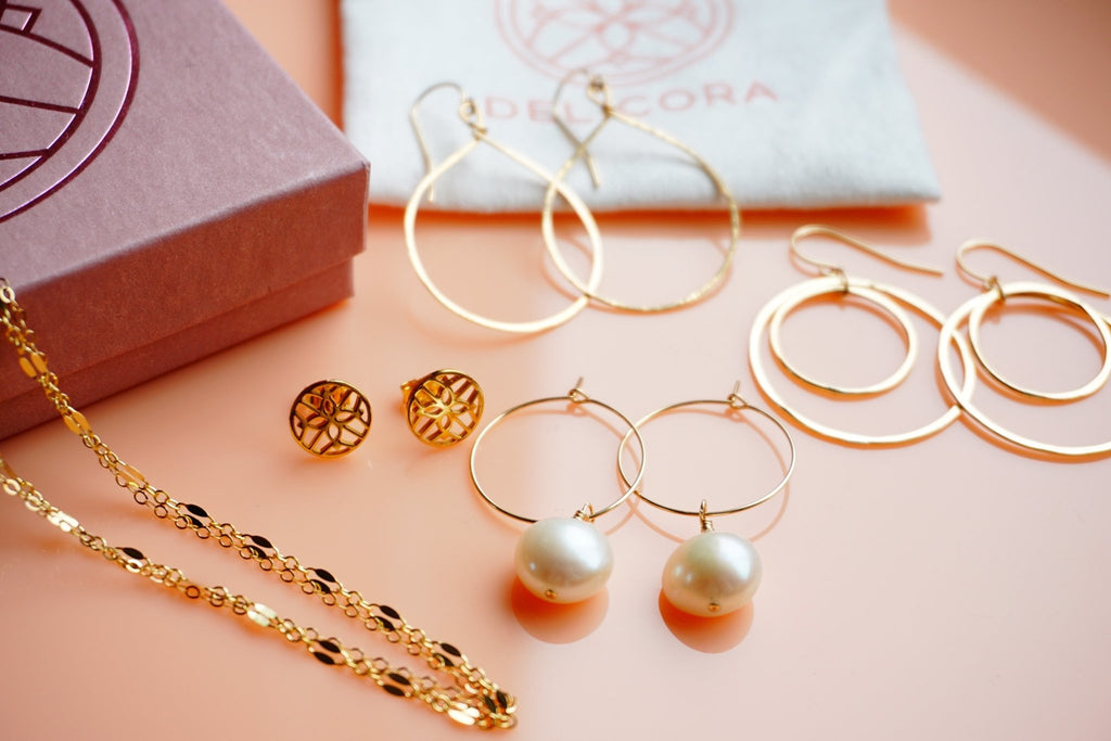 5 Perfect Jewelry Picks for Mom | Delicora Jewelry