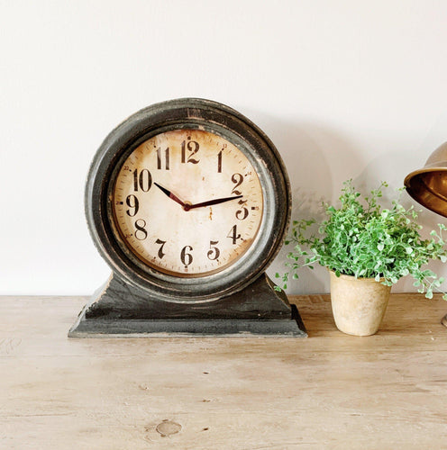 Mantle Clock - Little Red Barn Door