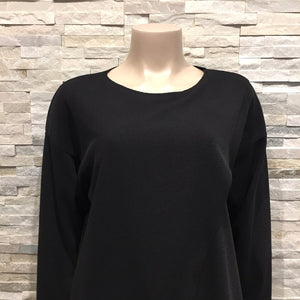 Top - Round neck with cross cut