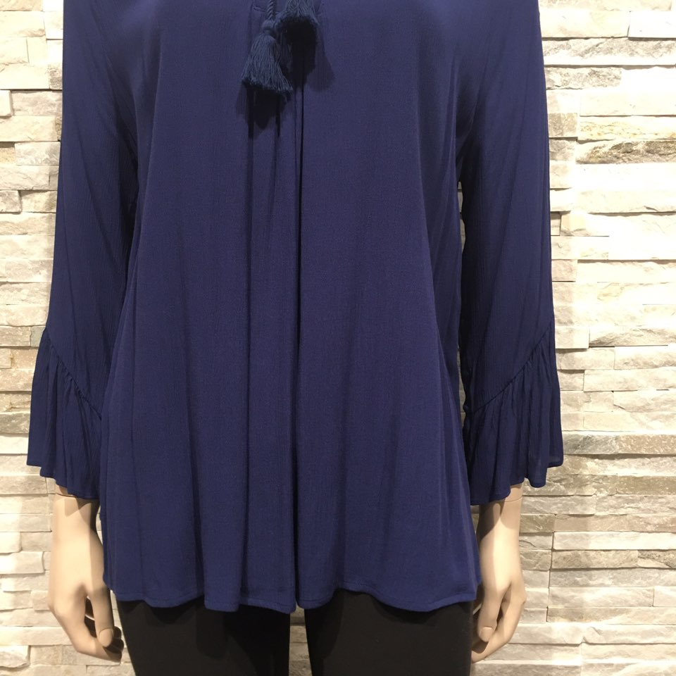 Neck line Top US brand