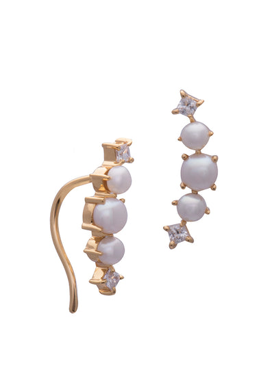 Sarah Mulder Valli Pearl Earrings in gold with white pearls