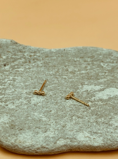 Mie Family Dotted Bar Studs | 18kt Solid Gold