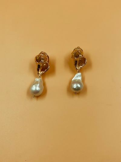 Rococo Luxe Lune Shell and Baroque Pearl Drop