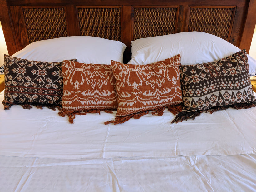 Rote Ikat Pillows