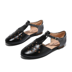 Pointed-toe hollowed-out low-cut buckle flats