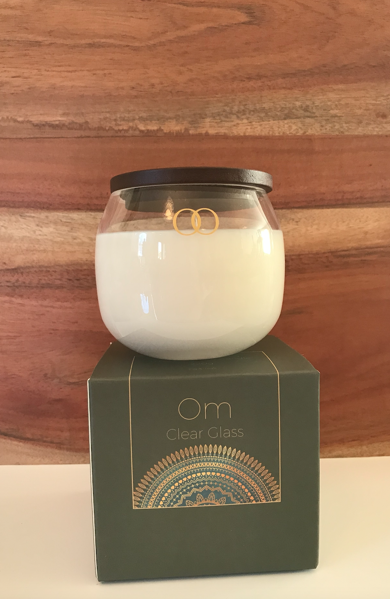 Om Soy candle with teak top
