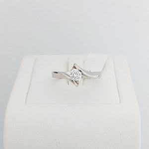 9ct/18ct White Gold Engagement Ring Design 5