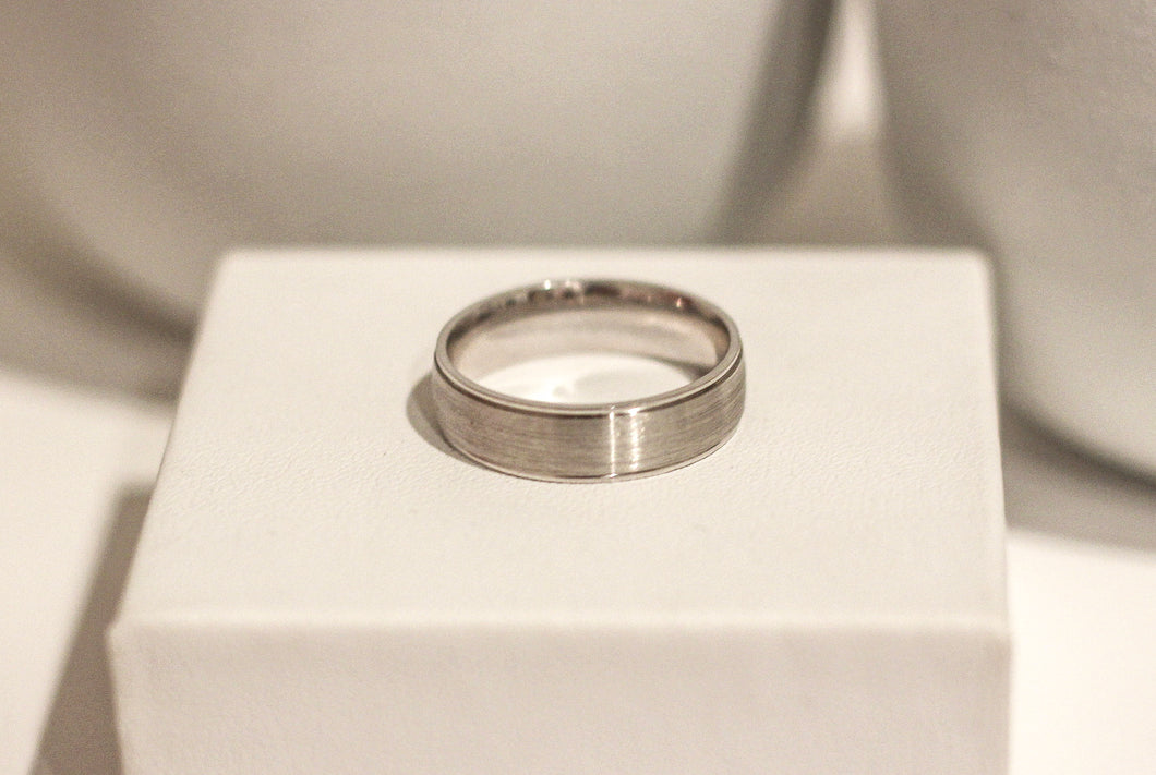 9ct White Gold Ring, Brushed Centre