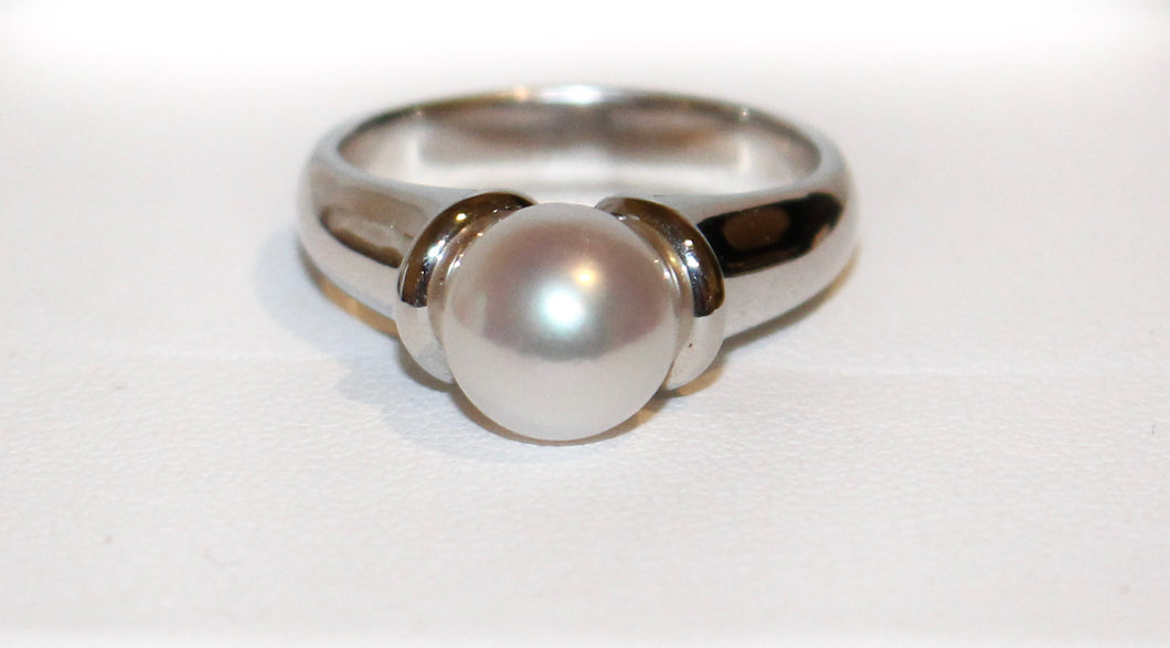 18ct White Gold White South Sea Pearl Ring