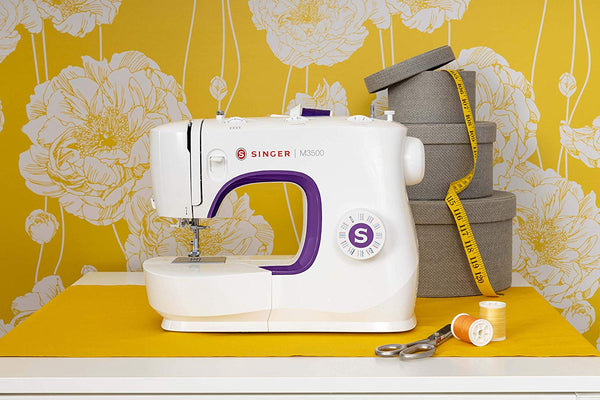 Singer Craftmaker M35 * latest 2021 model * 32 stitch patterns with 1 step buttonhole and auto threader, overlocking and stretch stitches - Easy to use, strong machine - sews silk to leather