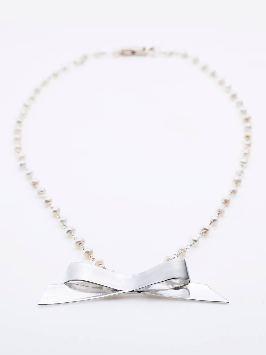 "BOW NECKPIECE WITH ""RAINDROPS"" PEARLS CHAIN"
