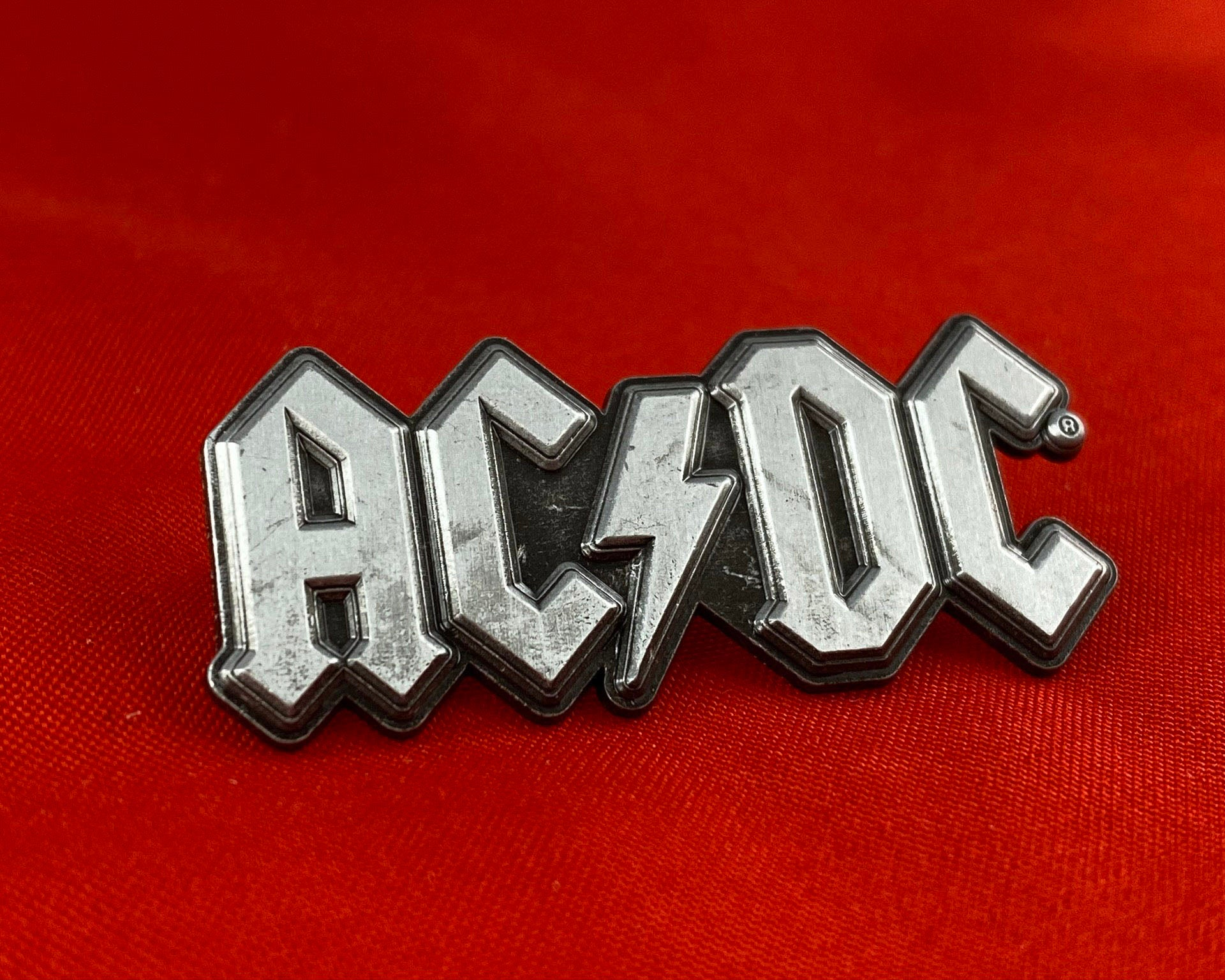 Let it Be - Music Merch: AC/DC Metal Logo Pin Badge