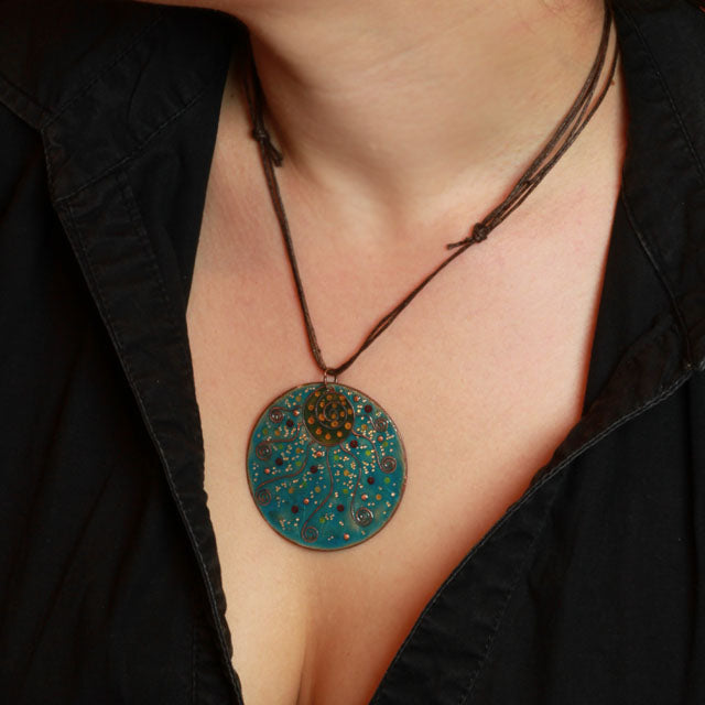 round shape enamel necklace for Christmas in Intuita
