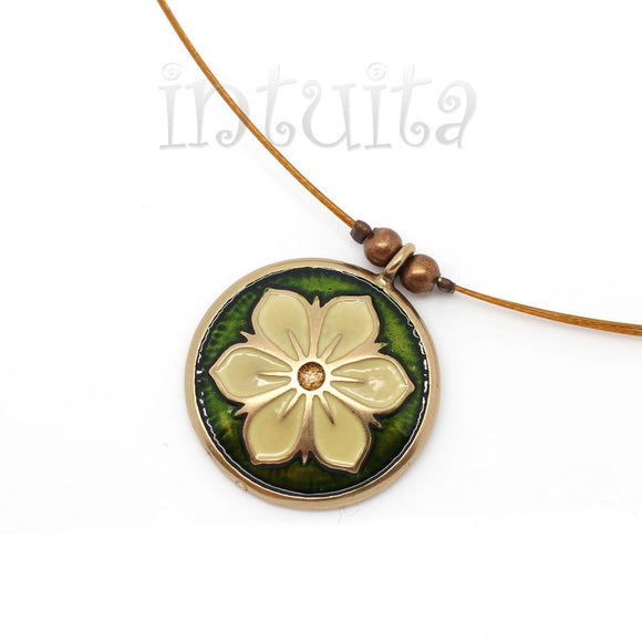 Small Round Dark Green And Snow White Necklace with Flower Motif