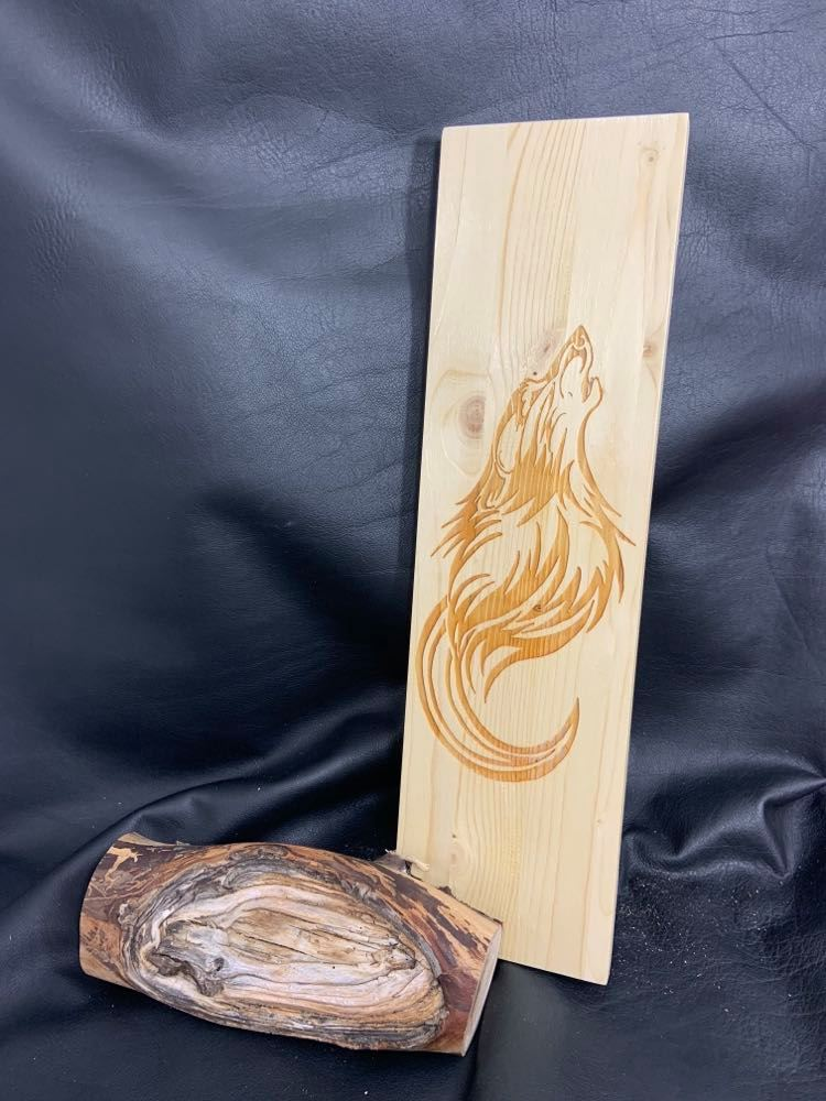 Wooden Feather Carrier (E) -  Wolf Howling