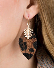 Load image into Gallery viewer, Hammered leaf earrings