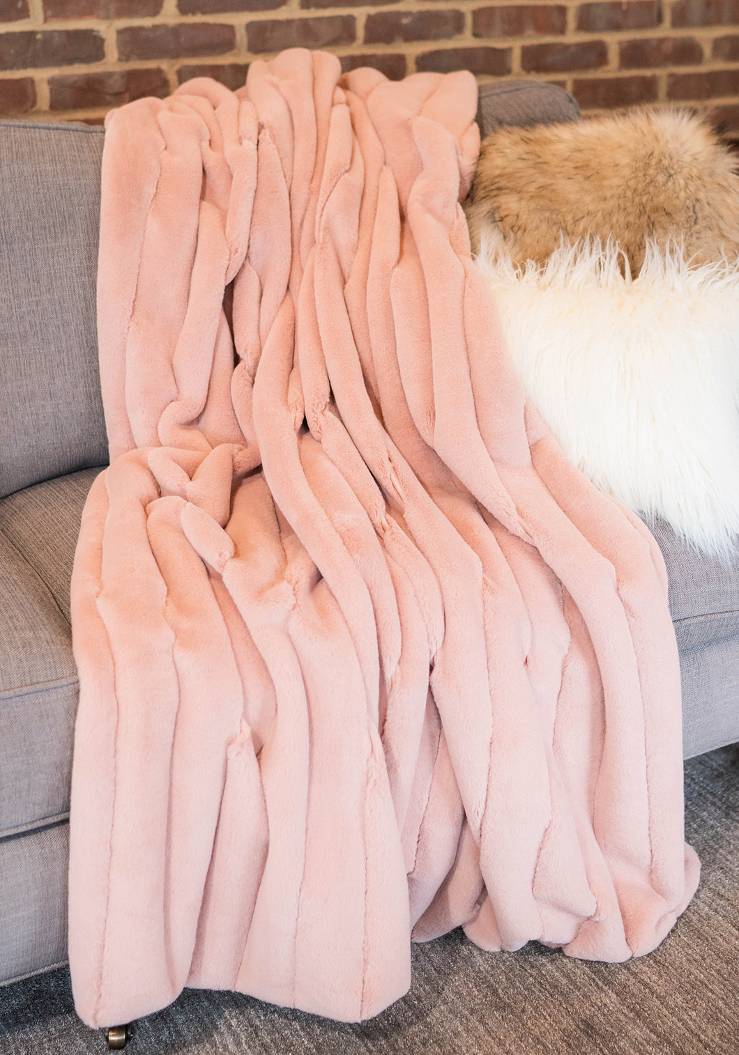 MAUVE POSH THROW -FABULOUS FURS
