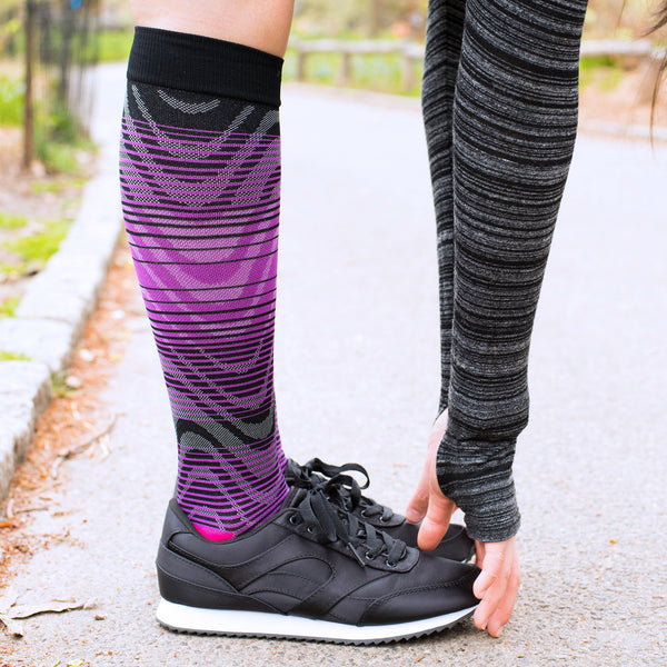 Best athletic compression socks, should you wear compression socks while running, why runners wear compression socks, sports benefits of compression socks, benefits of compression socks for running