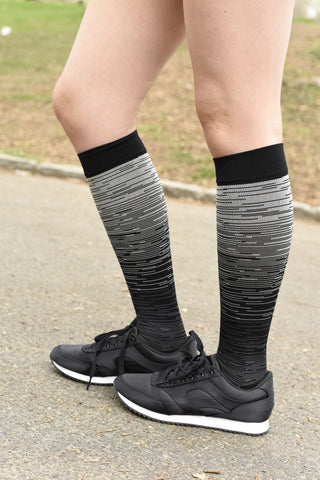 Men's running compression socks, should you wear compression socks for running, best compression socks for running, compression socks for long distance running, best socks for long distance running
