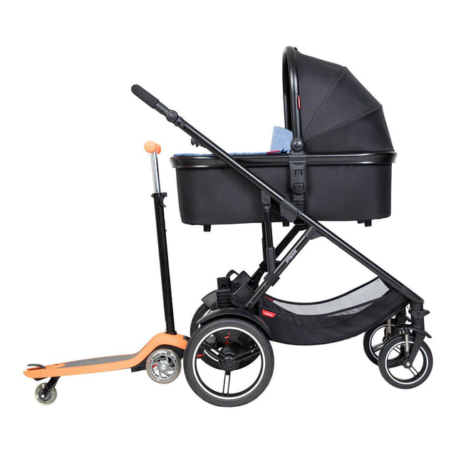 phil&teds voyager inline buggy with snug carrycot in lie flat mode and freerider in rear